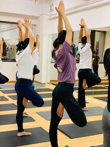 平衡流動瑜伽